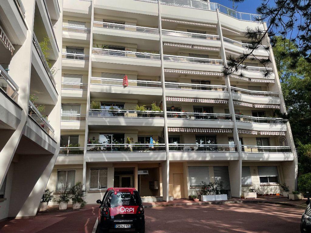 Appartement à louer 2 54.25m2 à Nogent-sur-Marne vignette-1