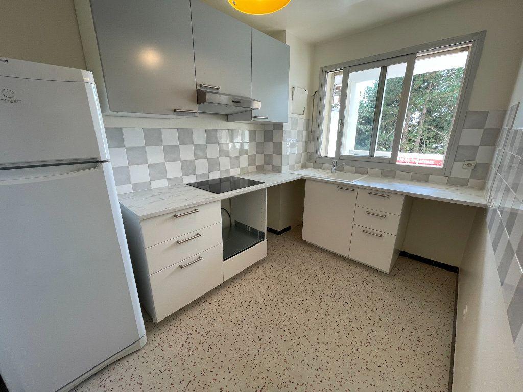 Appartement à louer 2 54.25m2 à Nogent-sur-Marne vignette-3