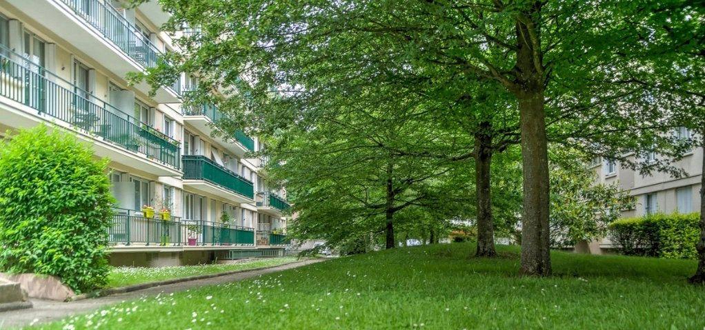 Appartement à vendre 4 74m2 à Le Plessis-Trévise vignette-1