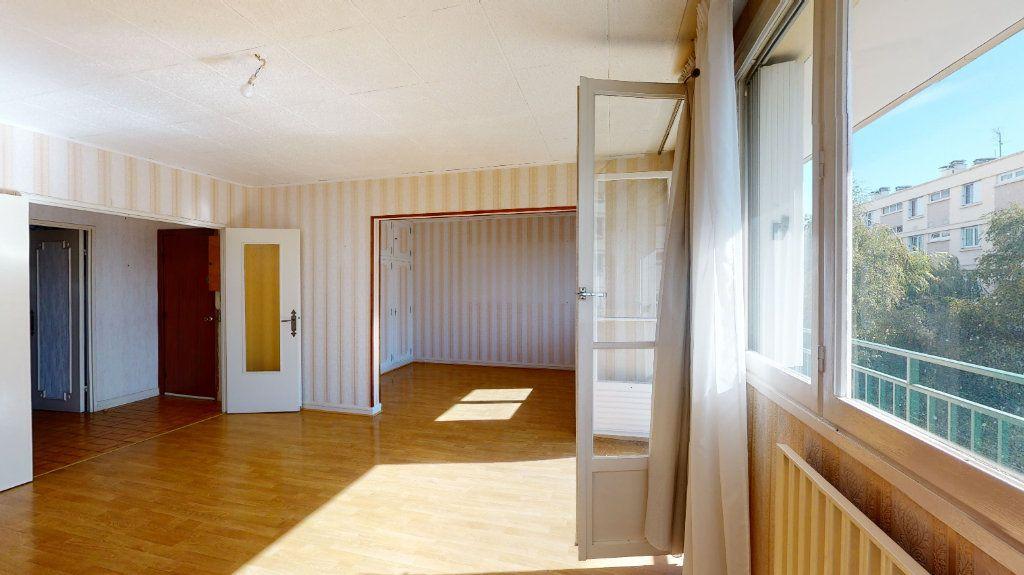 Appartement à vendre 4 74m2 à Le Plessis-Trévise vignette-3