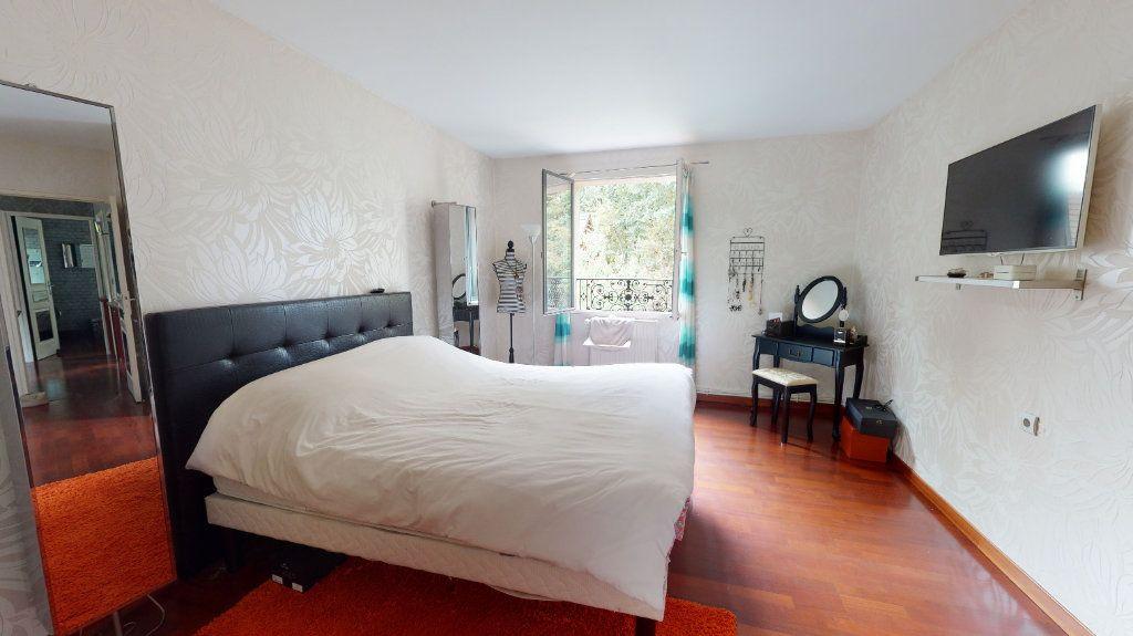 Maison à vendre 7 180m2 à Le Plessis-Trévise vignette-5