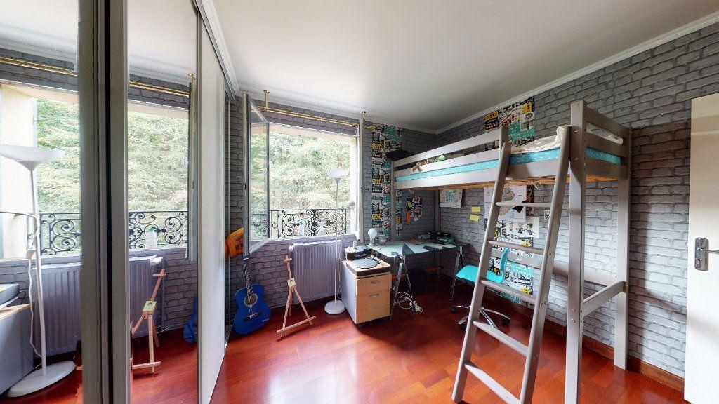 Maison à vendre 7 180m2 à Le Plessis-Trévise vignette-8