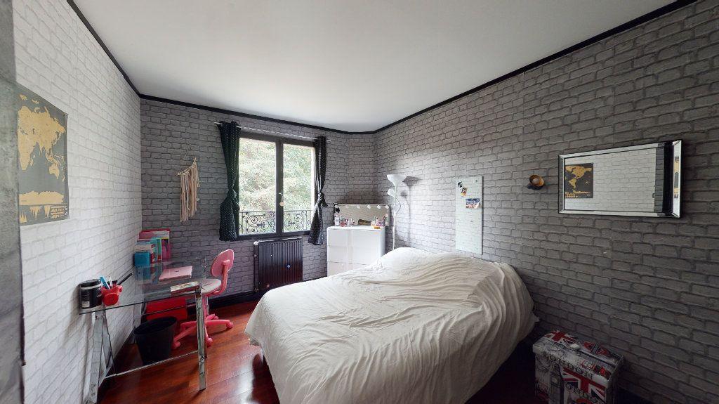 Maison à vendre 7 180m2 à Le Plessis-Trévise vignette-9