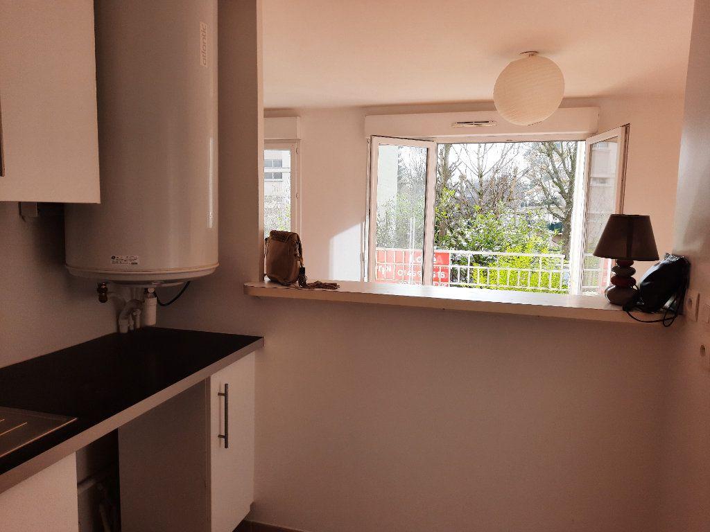 Appartement à louer 1 34.1m2 à Le Plessis-Trévise vignette-3