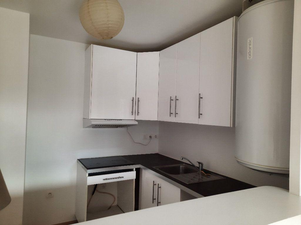 Appartement à louer 1 34.1m2 à Le Plessis-Trévise vignette-4