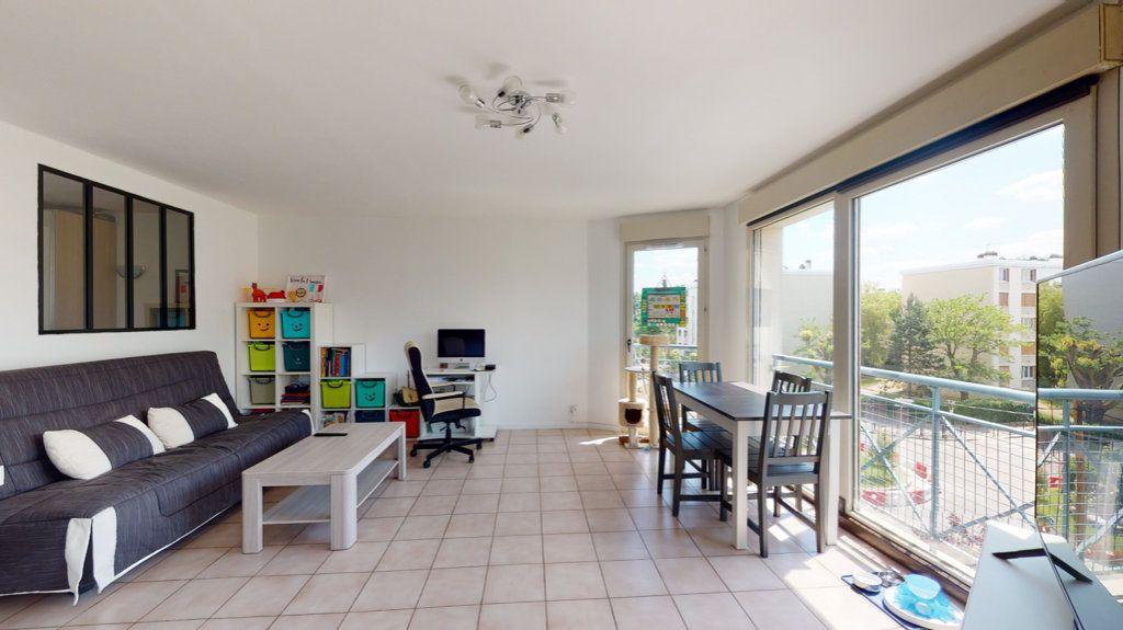 Appartement à vendre 2 43m2 à Le Plessis-Trévise vignette-3