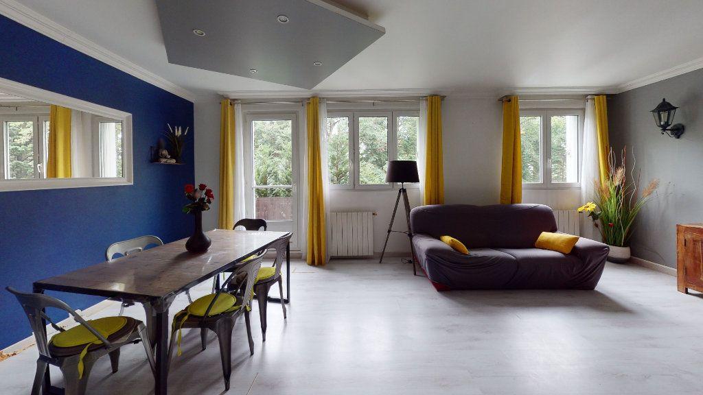 Appartement à vendre 4 66m2 à Le Plessis-Trévise vignette-1