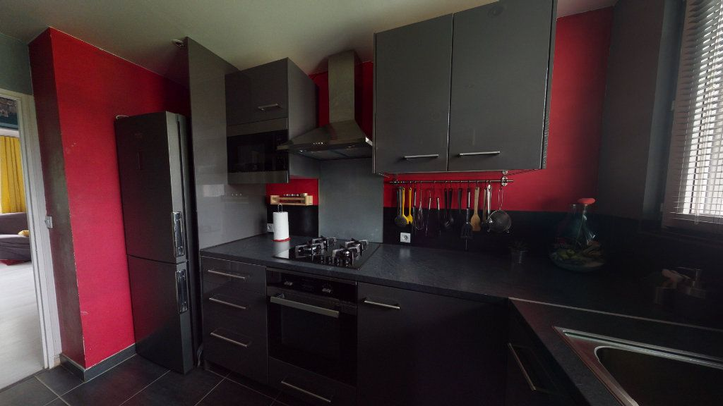 Appartement à vendre 4 66m2 à Le Plessis-Trévise vignette-3