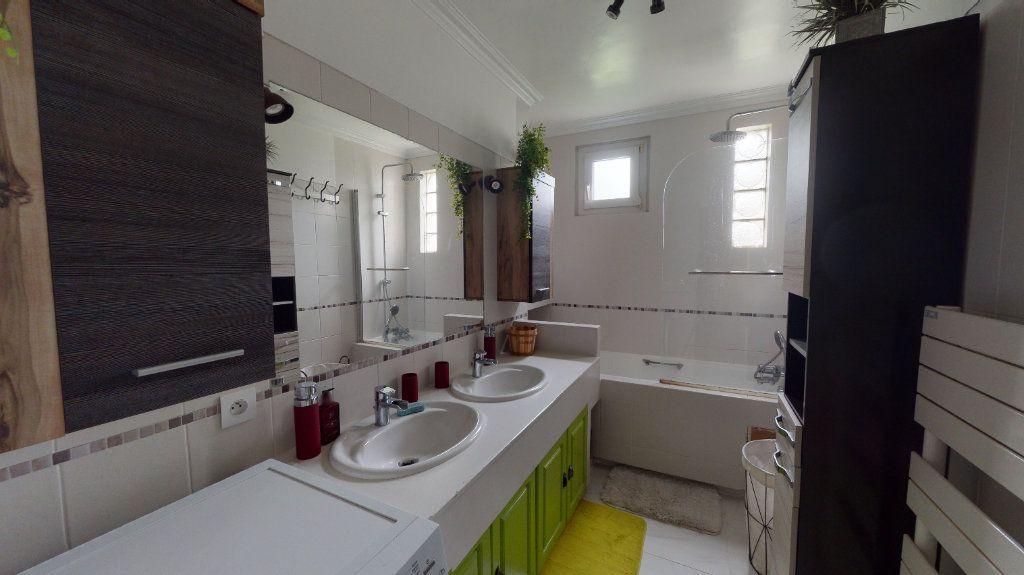 Appartement à vendre 4 66m2 à Le Plessis-Trévise vignette-6