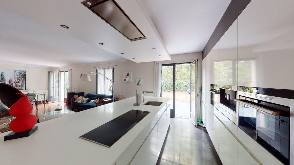 Maison à vendre 7 180m2 à Le Plessis-Trévise vignette-1