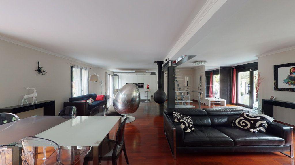 Maison à vendre 7 180m2 à Le Plessis-Trévise vignette-3