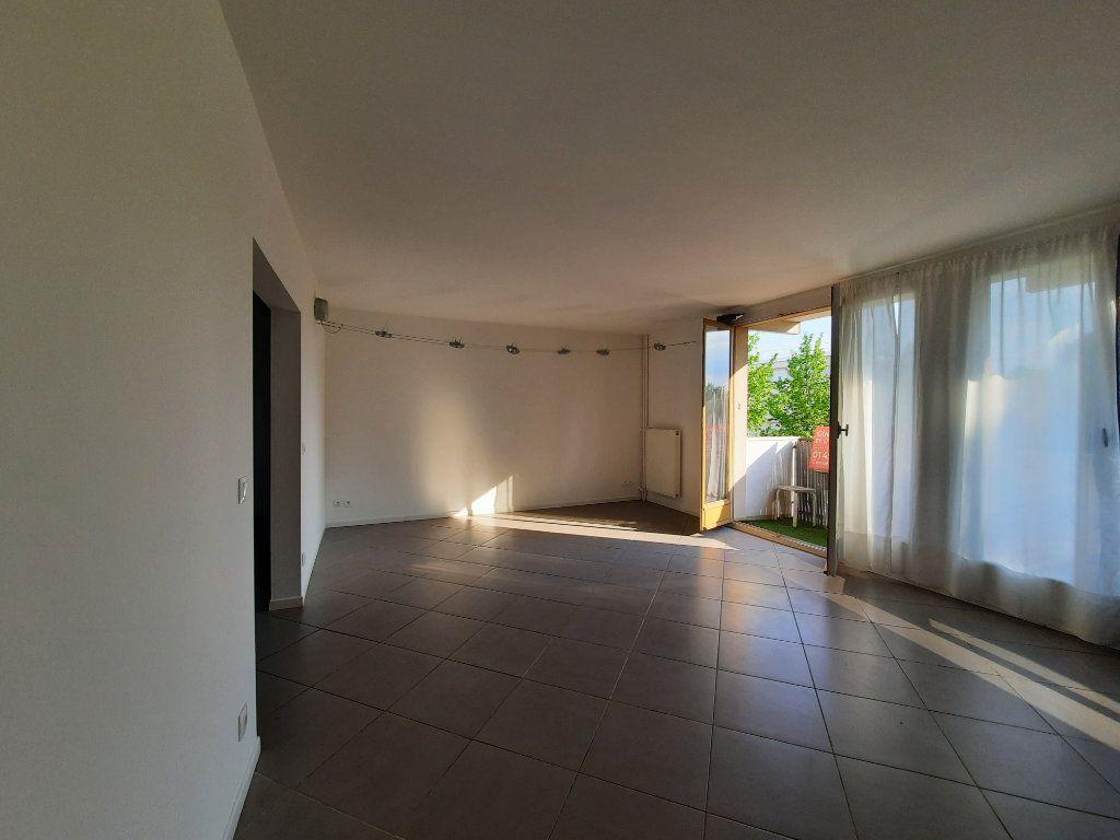 Appartement à louer 4 70.3m2 à Le Plessis-Trévise vignette-1