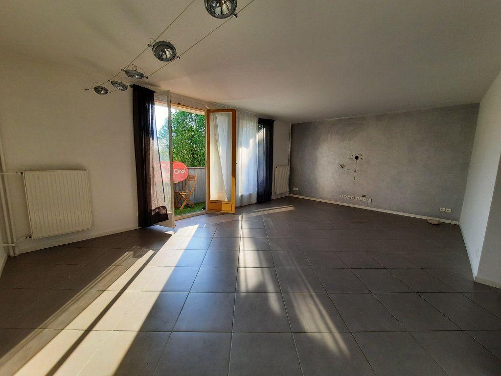 Appartement à louer 4 70.3m2 à Le Plessis-Trévise vignette-2