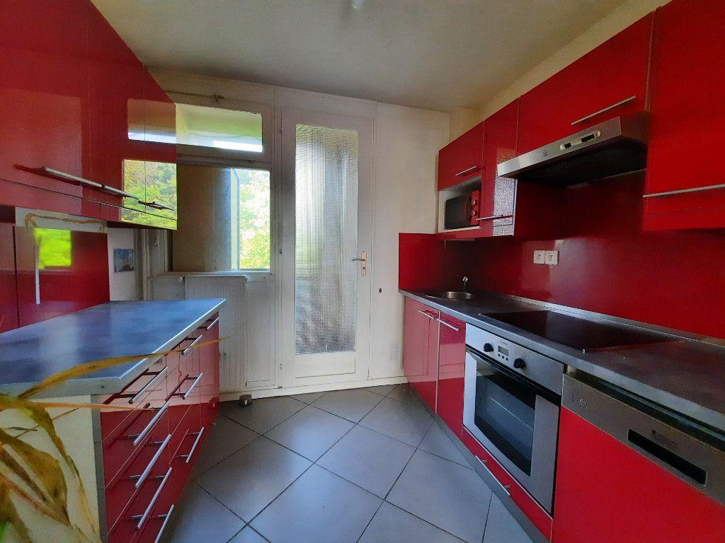 Appartement à louer 4 70.3m2 à Le Plessis-Trévise vignette-3
