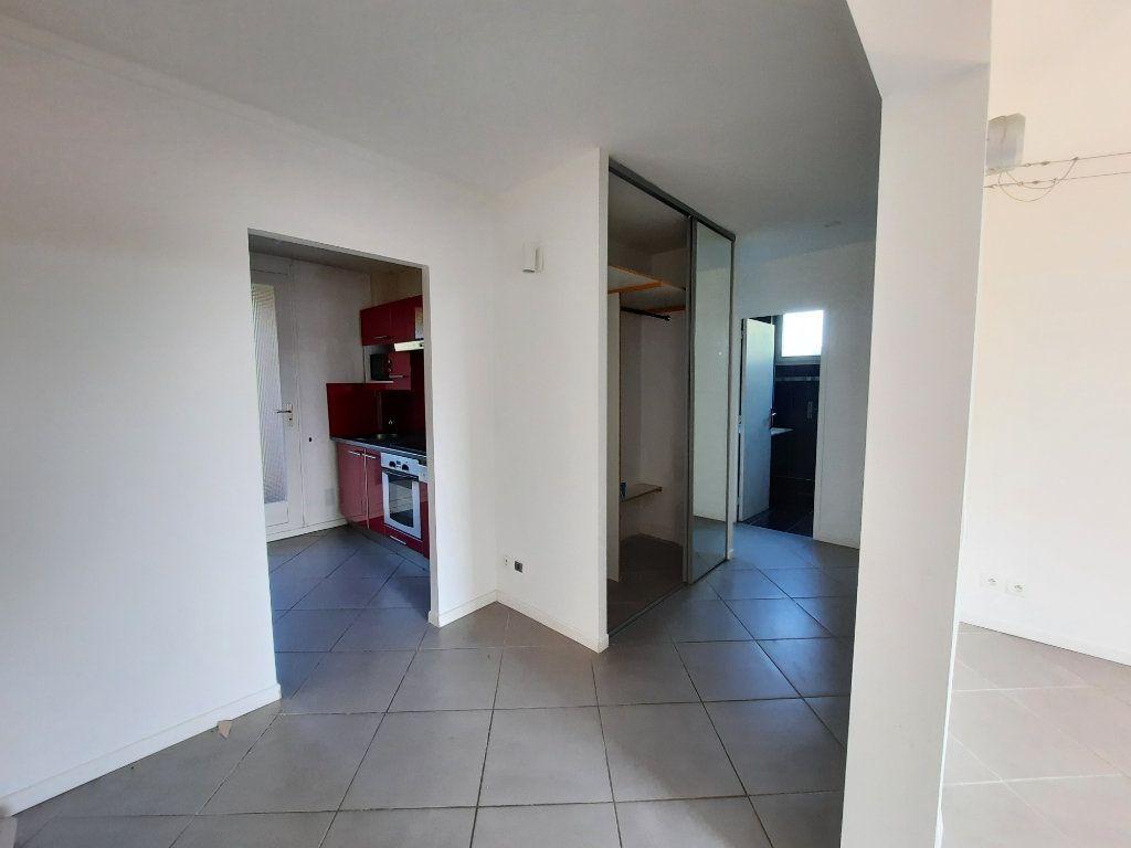 Appartement à louer 4 70.3m2 à Le Plessis-Trévise vignette-4