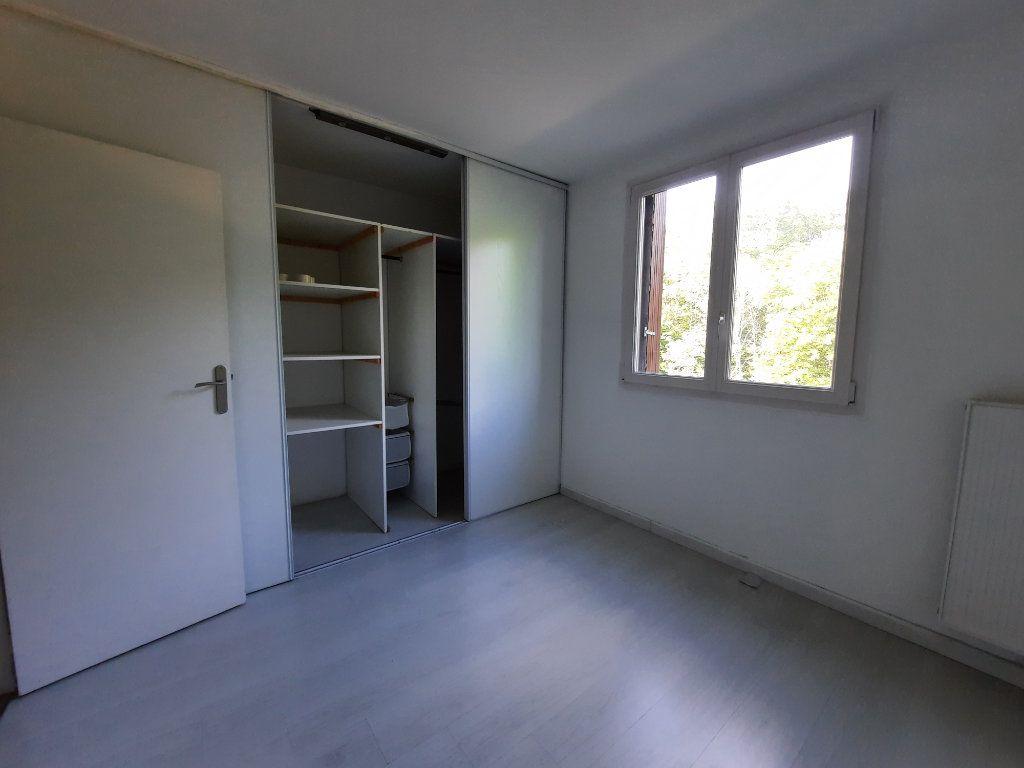 Appartement à louer 4 70.3m2 à Le Plessis-Trévise vignette-7