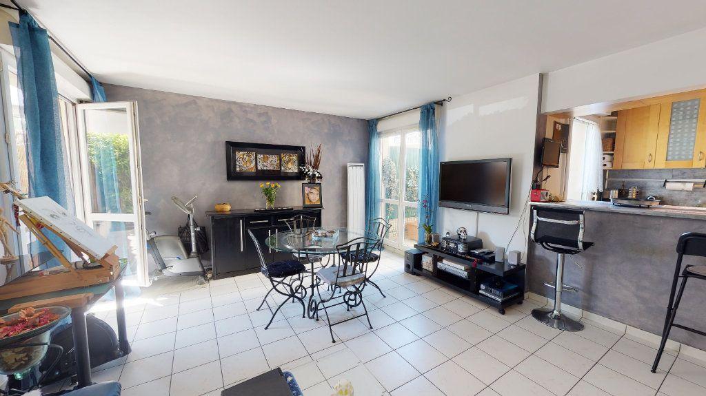 Appartement à vendre 3 68m2 à Le Plessis-Trévise vignette-3