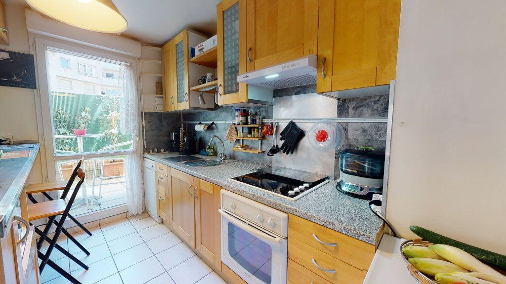Appartement à vendre 3 68m2 à Le Plessis-Trévise vignette-4