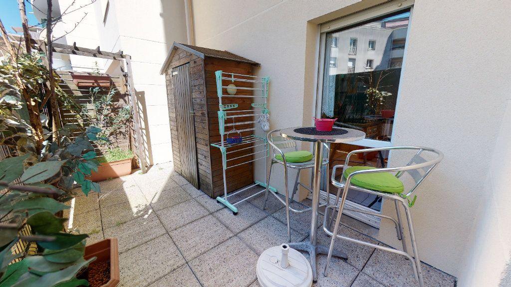 Appartement à vendre 3 68m2 à Le Plessis-Trévise vignette-5