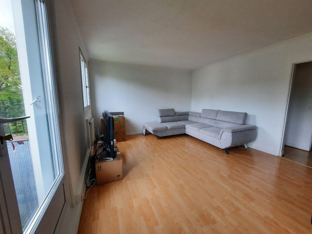 Appartement à louer 4 68.34m2 à Le Plessis-Trévise vignette-1