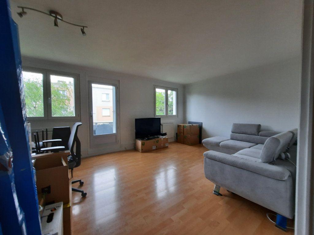 Appartement à louer 4 68.34m2 à Le Plessis-Trévise vignette-2