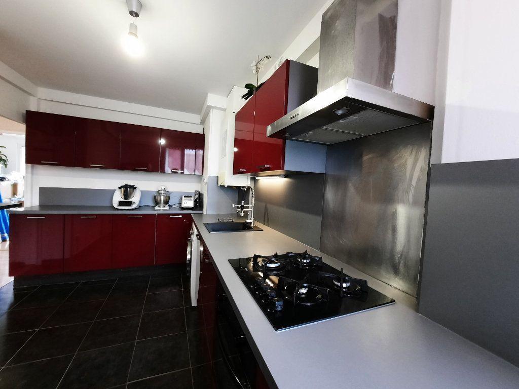 Appartement à louer 4 68.34m2 à Le Plessis-Trévise vignette-3