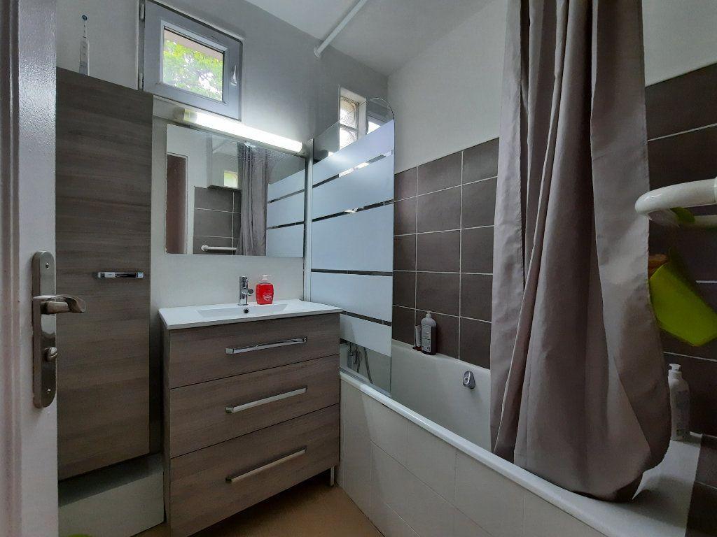 Appartement à louer 4 68.34m2 à Le Plessis-Trévise vignette-6