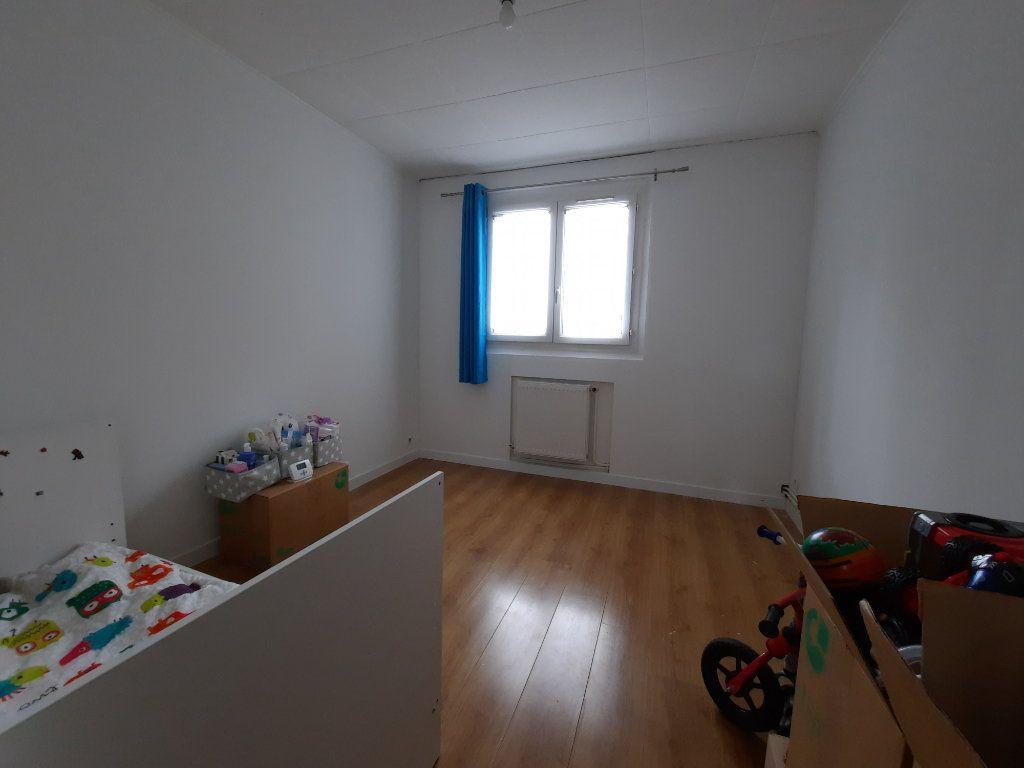 Appartement à louer 4 68.34m2 à Le Plessis-Trévise vignette-7