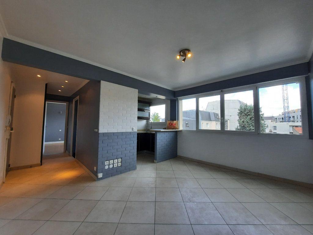Appartement à louer 2 43.81m2 à Le Plessis-Trévise vignette-1