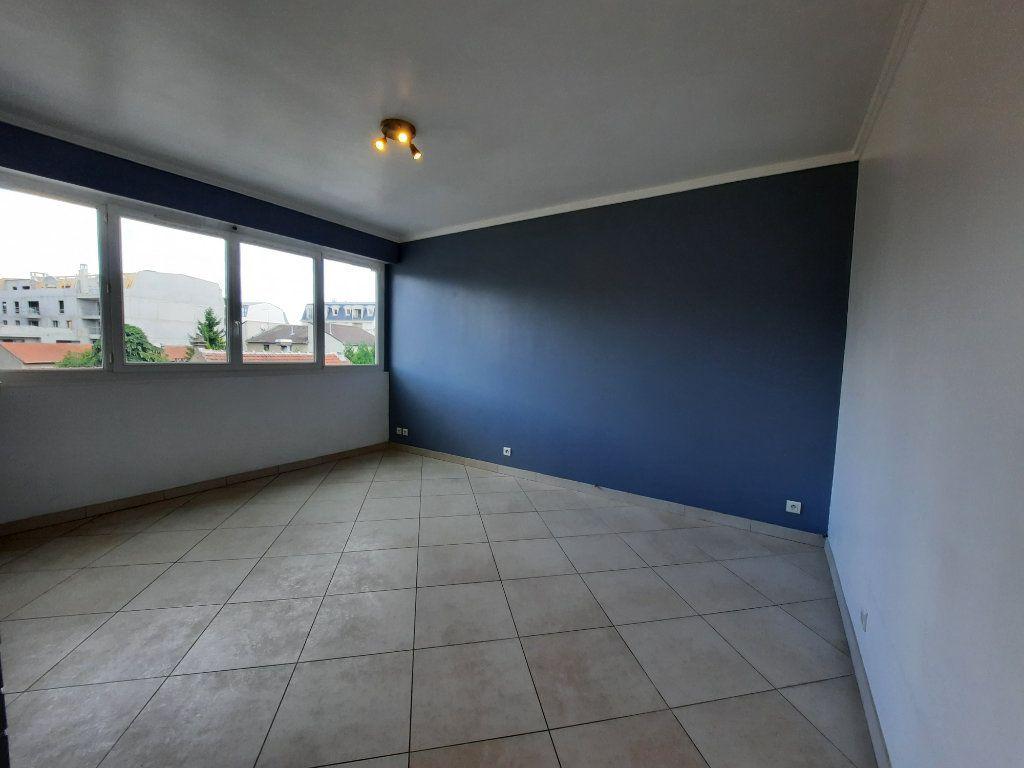 Appartement à louer 2 43.81m2 à Le Plessis-Trévise vignette-3