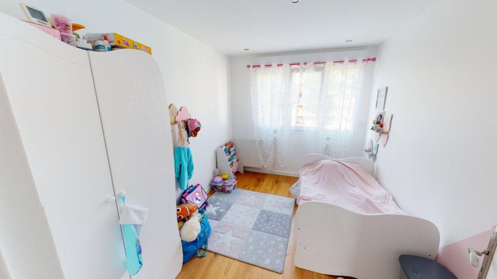 Appartement à vendre 5 94.64m2 à Le Plessis-Trévise vignette-8