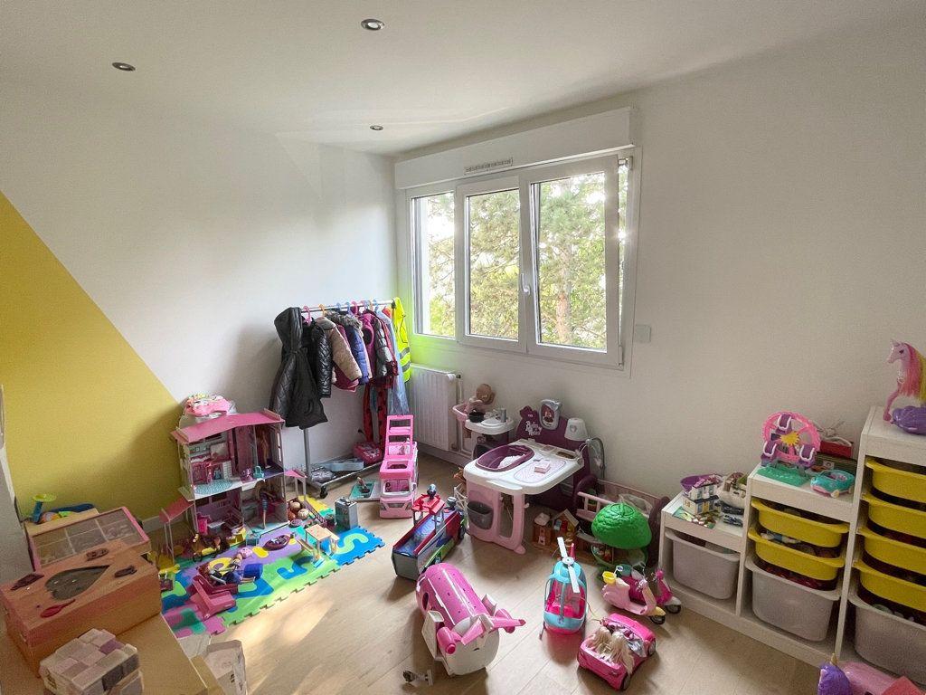 Appartement à vendre 5 94.64m2 à Le Plessis-Trévise vignette-9