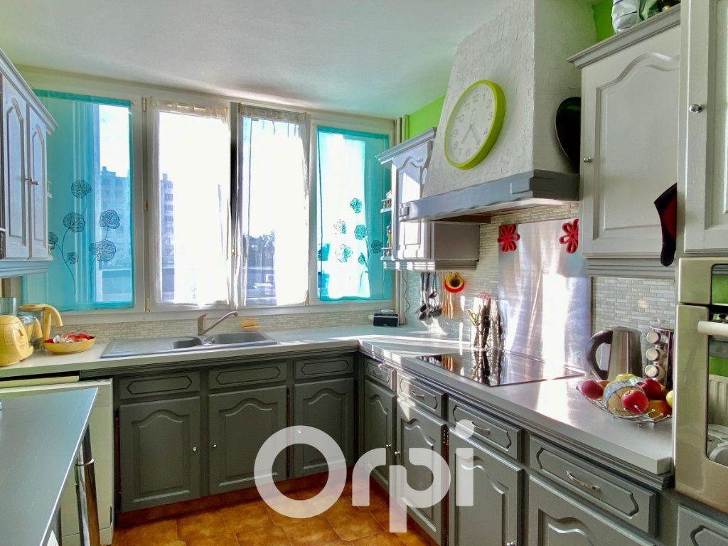 Appartement à vendre 3 56.81m2 à Le Plessis-Trévise vignette-2