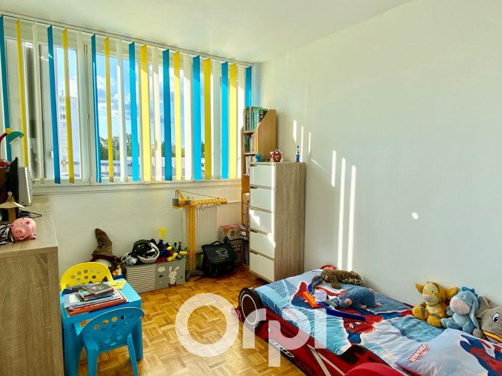 Appartement à vendre 3 56.81m2 à Le Plessis-Trévise vignette-3