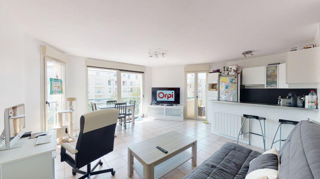 Appartement à vendre 2 43m2 à Le Plessis-Trévise vignette-1