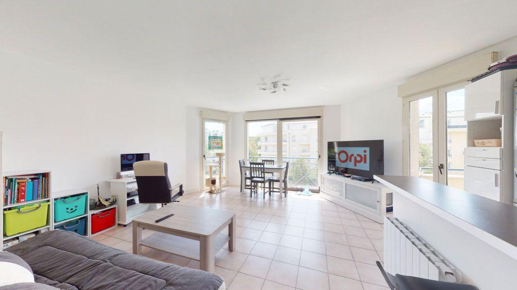 Appartement à vendre 2 43m2 à Le Plessis-Trévise vignette-2