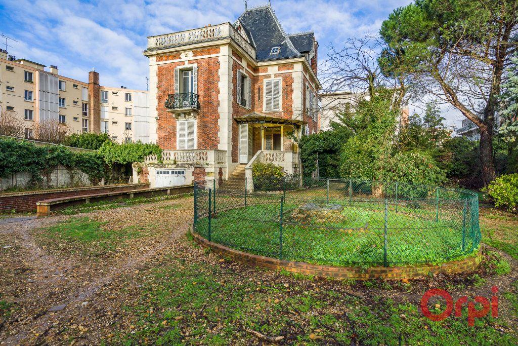 Maison à vendre 8 210m2 à Créteil vignette-1