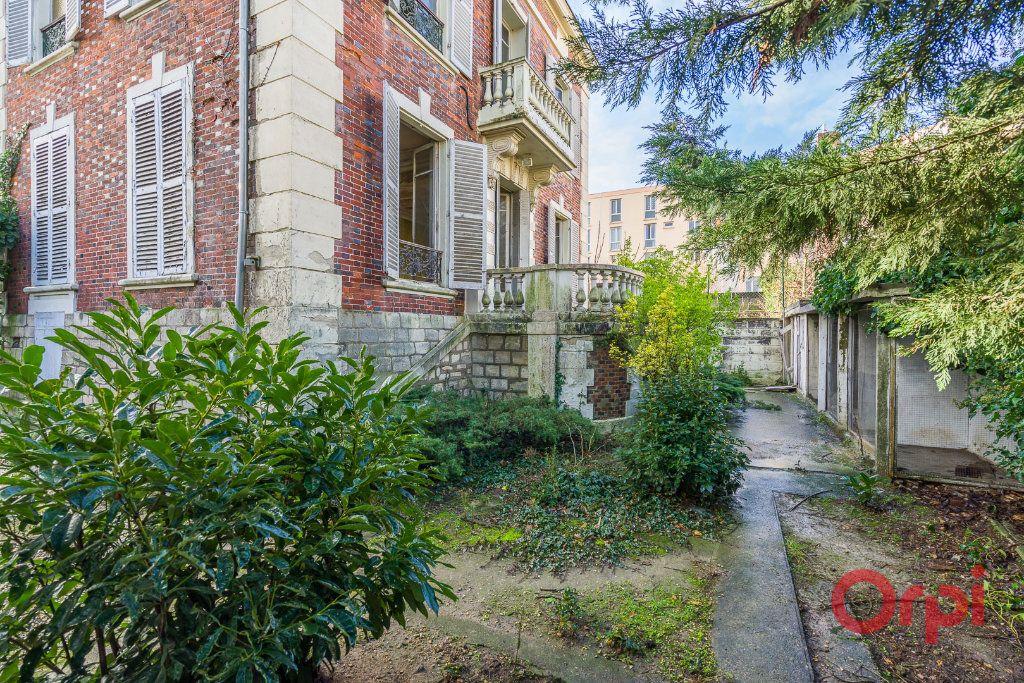 Maison à vendre 8 210m2 à Créteil vignette-2