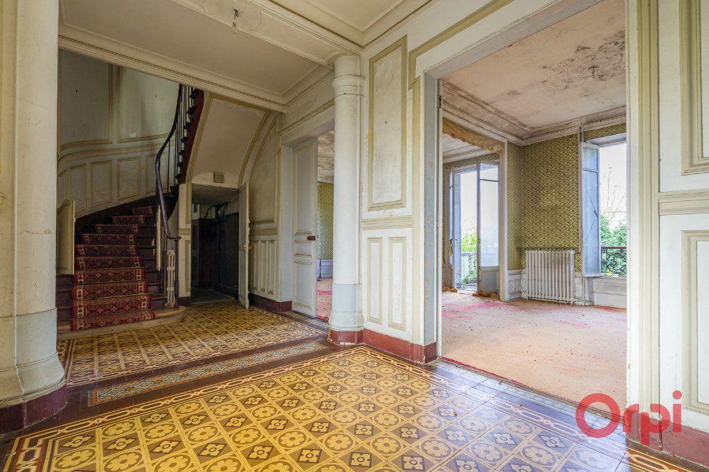Maison à vendre 8 210m2 à Créteil vignette-4