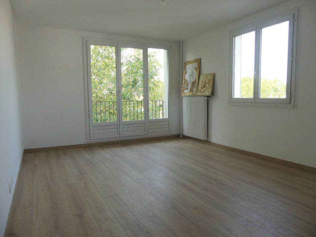 Appartement à vendre 4 71.52m2 à Créteil vignette-2