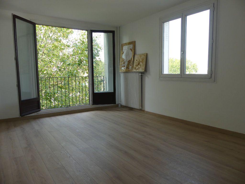 Appartement à vendre 4 71.52m2 à Créteil vignette-3