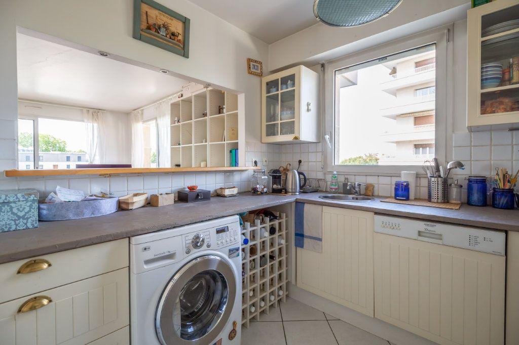 Appartement à vendre 3 61m2 à Fontenay-sous-Bois vignette-3