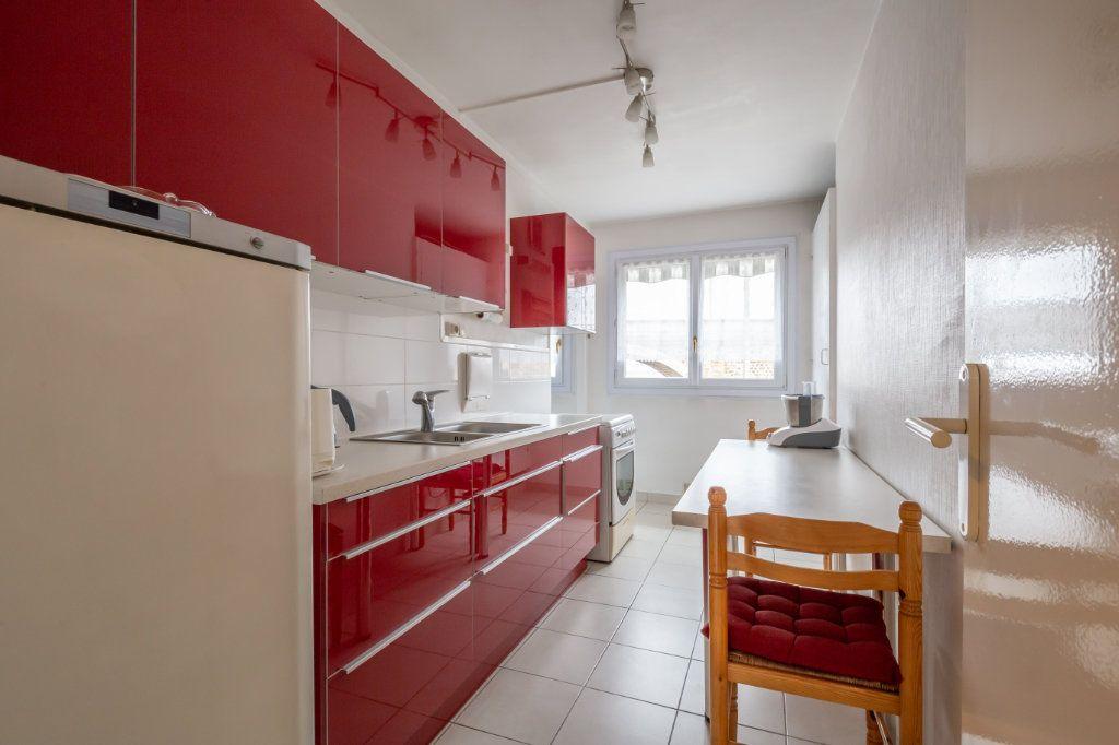 Appartement à vendre 5 94.77m2 à Nogent-sur-Marne vignette-2