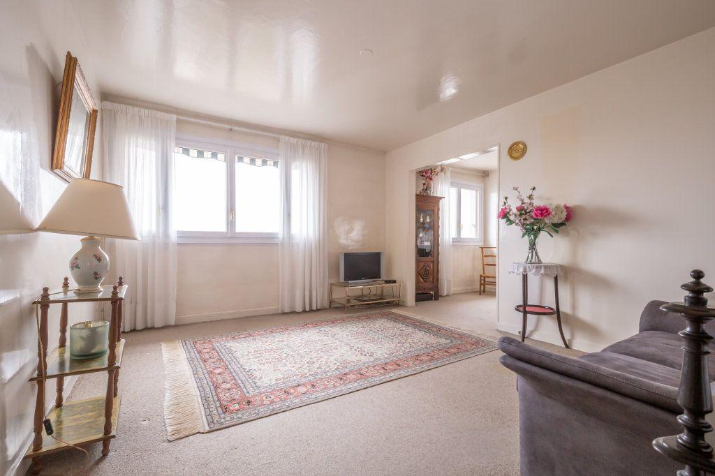 Appartement à vendre 5 94.77m2 à Nogent-sur-Marne vignette-4