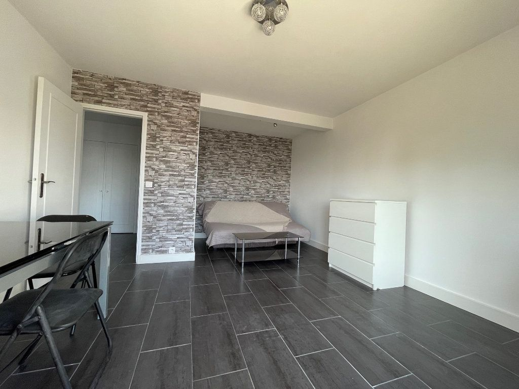 Appartement à louer 1 38m2 à Nogent-sur-Marne vignette-3