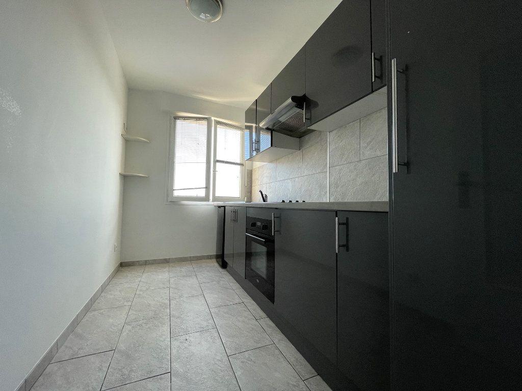 Appartement à louer 1 38m2 à Nogent-sur-Marne vignette-4