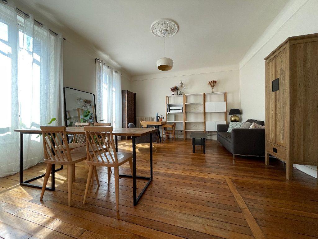 Appartement à louer 3 79.94m2 à Nogent-sur-Marne vignette-2