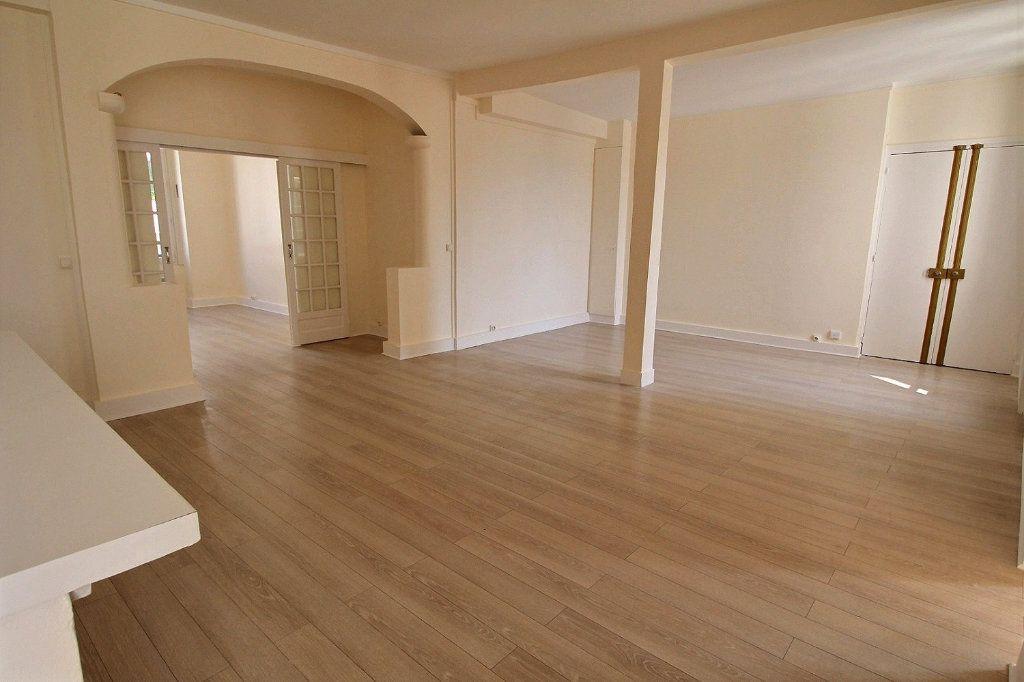 Appartement à louer 4 88m2 à Paris 11 vignette-2