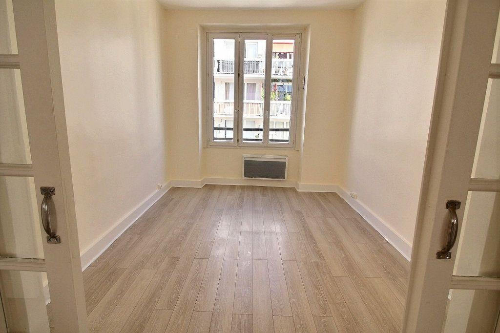 Appartement à louer 4 88m2 à Paris 11 vignette-3