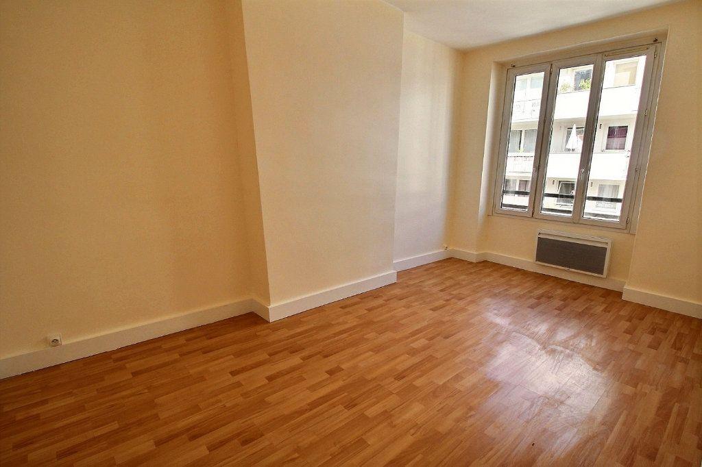 Appartement à louer 4 88m2 à Paris 11 vignette-4